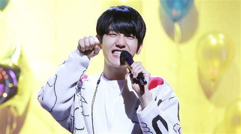 Kaos Tnf Supreme jam tangan hingga ini kado kado mewah dari fans untuk ultah baekhyun kabar berita