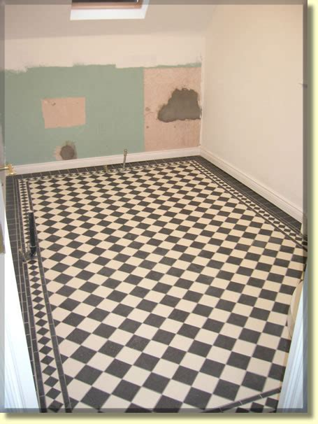 Bathroom floor with harlequin pattern tiles and border