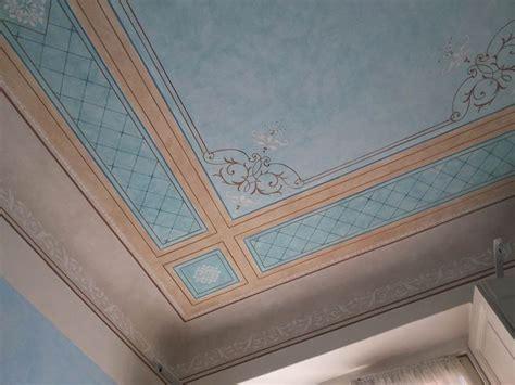soffitti in legno decorati oltre 25 fantastiche idee su soffitti su