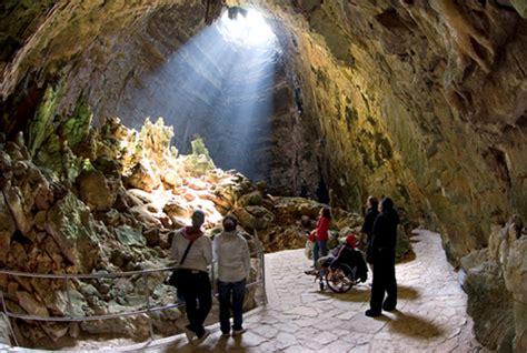 ingresso grotte di castellana presunti fantasmi alle grotte di castellana giornale di
