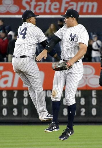 old face of yankees praises new as jeter lauds judge