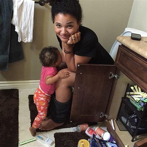 mom at the toilet michael beach s wife elisha wilson breastfeeding on the