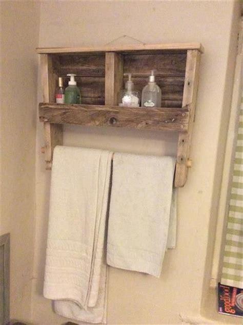 Bathroom Towel Rack Plans Best 25 Pallet Towel Rack Ideas On Rustic
