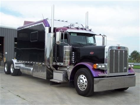 Peterbilt Custom Sleeper by Showcase Ari Legacy Sleepers
