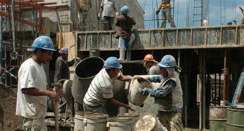 trabajadores de la construccion en negro portal el empleo de la construcci 243 n mostr 243 un leve incremento