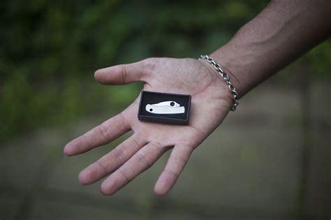 tiny pocket knives spyderco bug ss tiny folding edc keychain knife review