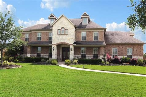pretty homes for sale league city tx on 1813 portglen dr