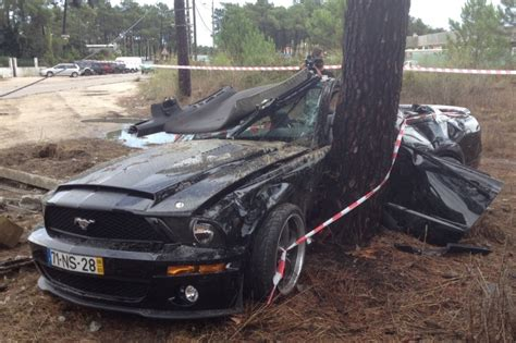 mustang collision mustang ok benfica s franco jara crashed his mustang into a tree car