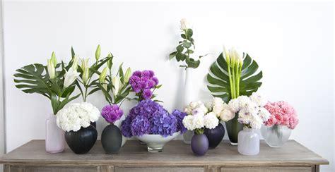 decoracion floreros de cristal floreros dale un toque alegre a tu espacio westwing