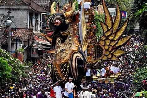 contoh contoh budaya lokal  indonesia lengkap kita punya