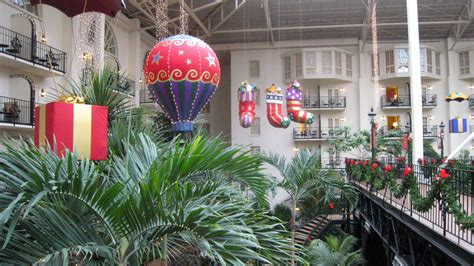 christmas and the new year at the opryland in tennessee