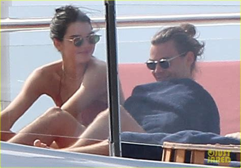 gregg sulkin y millie bobby harry styles kendall jenner s private vacation photos