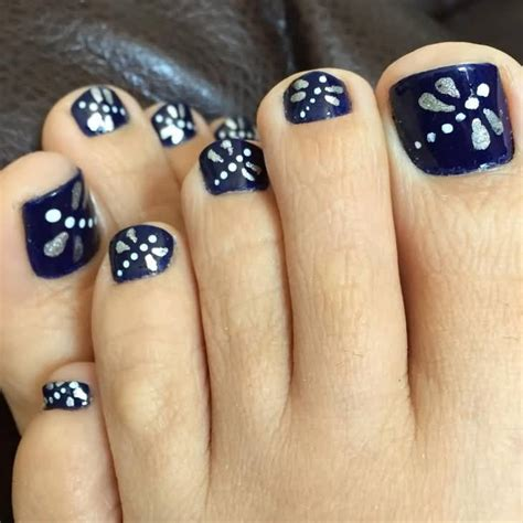 easy nail art blue and white navy blue and silver nail art nail art ideas
