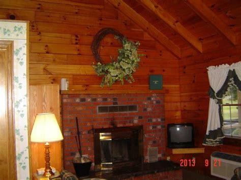 Smoke Caverns Log Cabin Resort by Living Room Picture Of Smoke Caverns Log Cabin Resort Cabins Tripadvisor