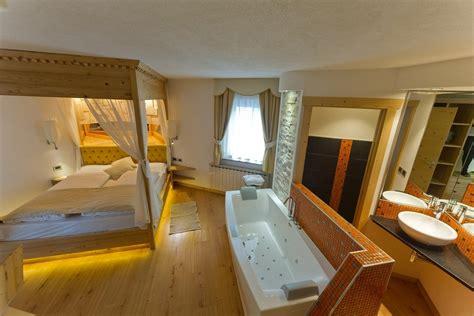 suite con idromassaggio in suite con idromassaggio