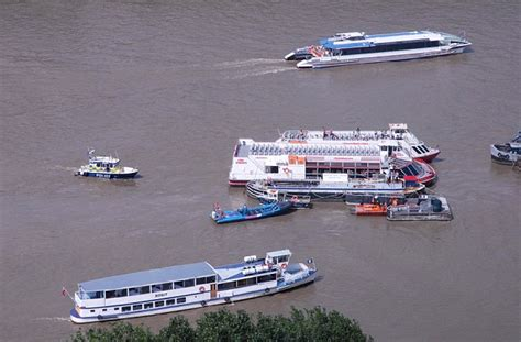 boat crash on thames hundreds evacuated from thames tourist boat as it collides