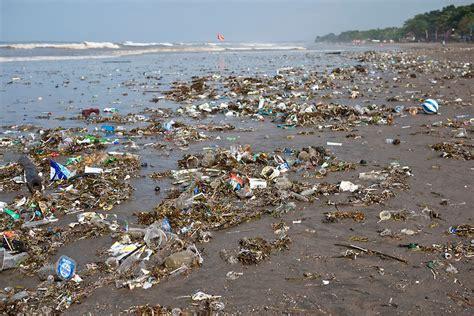 Plastik Rel plastic waste and rubbish on kuta bali indonesia