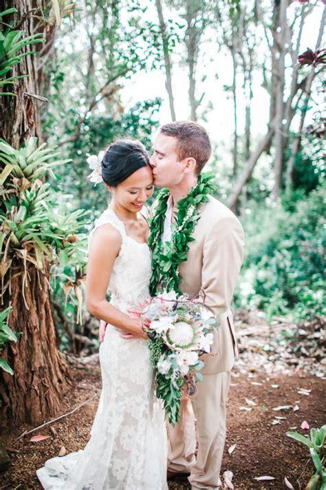 Wedding Attire Hawaii by Chic Hawaiian Wedding At Sunset Ranch Junebug Weddings