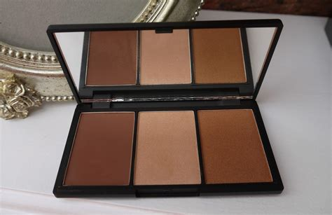 Sleek Form Contour Kit le chic form the ultimate contour kit from
