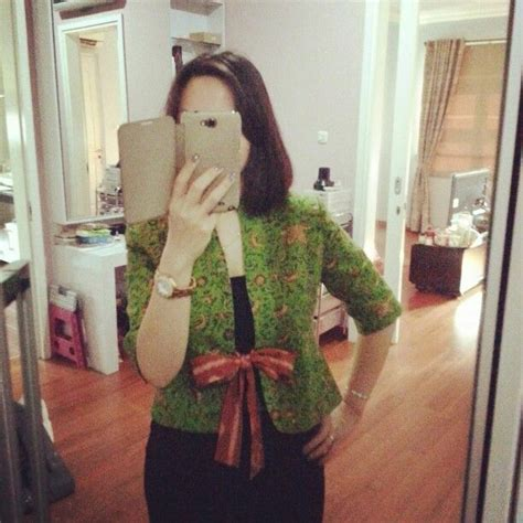 Kemeja Vincent Batik jackie cropped blazer from batik indramayu by dongengan