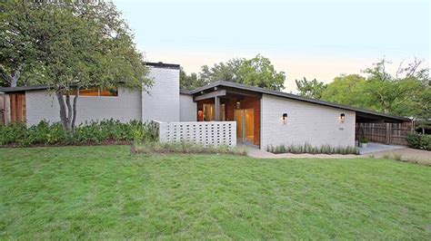 mid century modern ranch this mid century modern north dallas ranch really puts the