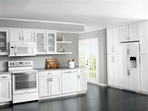 White Kitchen Cabinets With White Appliances Best 25 White White Kitchen Cabinets White Appliances