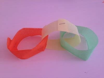 How Do You Make Paper Chains - easy rainbow paper chains decornotes