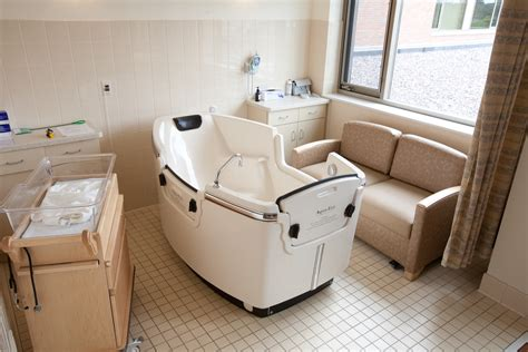 birthing bathtub waterbirth