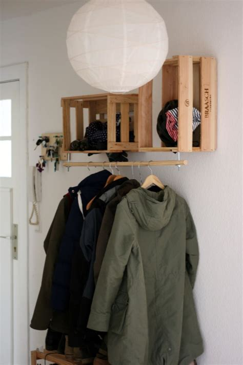einfache le 25 best ideas about paletten garderobe on