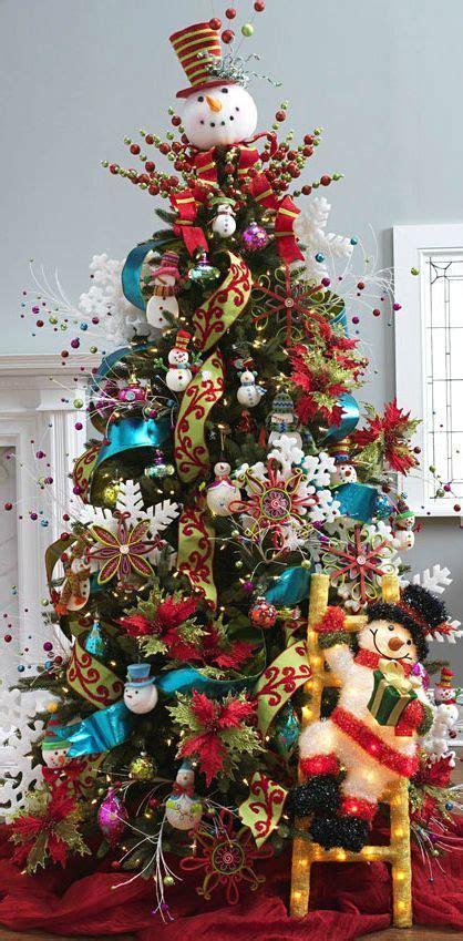 arboles de naviadad con santa clous hermosos arboles de navidad con decoraci 211 n de monos de nieve y santa claus decoraciones