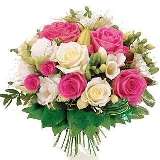 come curare le roselline in vaso bouquet di roselline bianche e rosa fiorionline it
