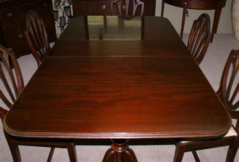antique mahogany dining room furniture pictured above is a mahogany duncan phyfe double pedestal