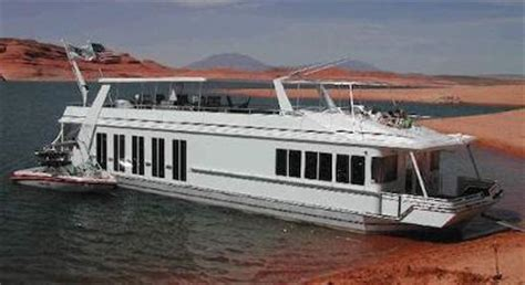 boat house to rent simple house boat rental tips to have a great houseboat holiday