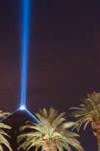 luxor light file luxor light beam by insapphowetrust jpeg wikimedia
