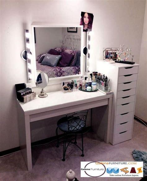 Lemari Make Up model set meja rias lu hits make up artis furniture