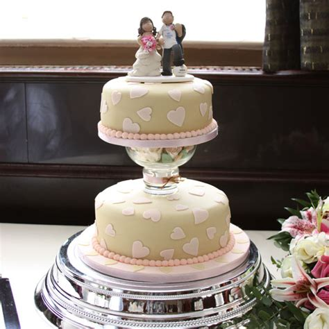 Wedding Cake Leeds by Wedding Cake Toppers On Their Cakes Totally Toppers