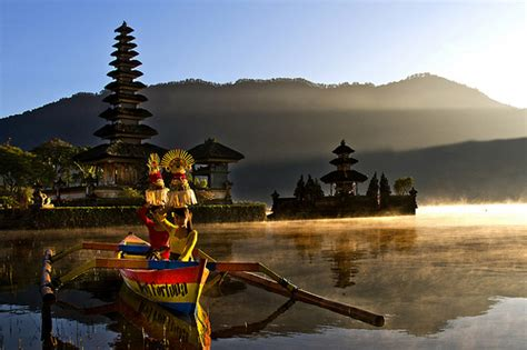 Lukisan Danau Bratan Pura Ulun Bedugul 80x60 Bali 8 pura ulun danu beratan wisata bali