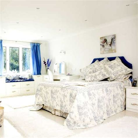 Definition De Bedroom White Guest Bedroom With Blue Accents Bedroom Furniture