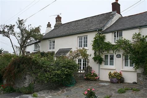 Instow Cottages instow hill cottage c martin bodman geograph britain