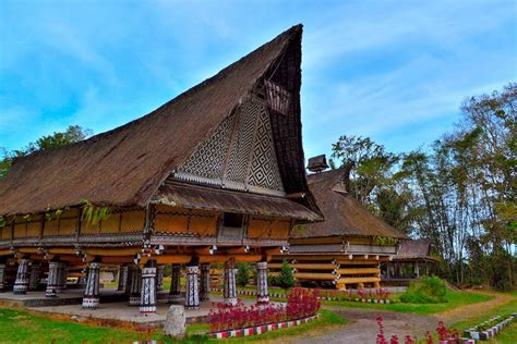 popular traditional houses  indonesia facts  indonesia