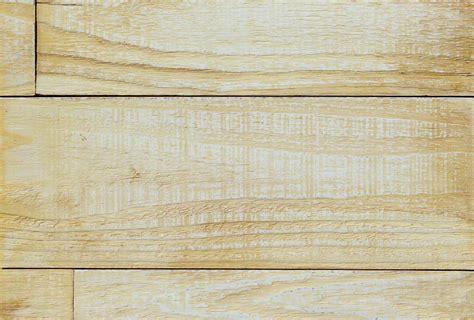 Wandpaneele Lackieren by Wandpaneele Holz Eukalyptus Feinsinn Gelb Lackiert