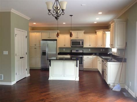 kitchen wall paint colors with cream cabinets cream cabinets with light green walls mom and dad s new