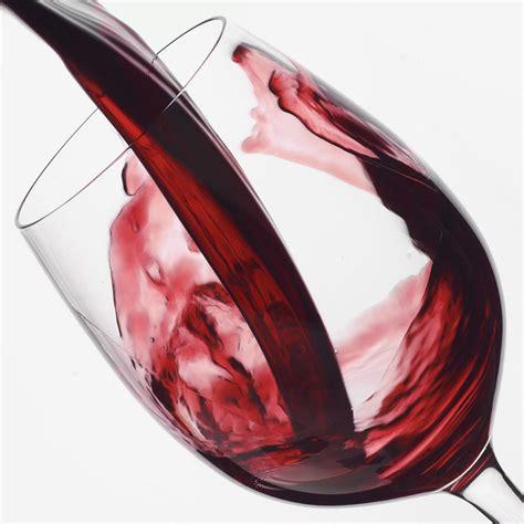 bicchieri di vino rosso vino rosso nemico della carie merito dei polifenoli