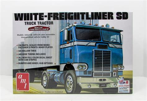 new truck models amt 1004 white freightliner sd tractor 1 25 new truck