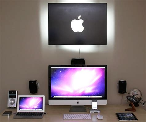 Apple At Home by 25 Impressive Workstation And Workspace Setups For Geeks