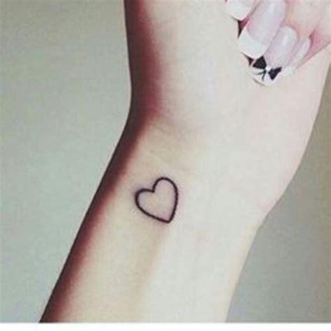 kleines tattoo finger kosten kennt jemand den kostenpunkt f 252 r kleines tattoo kosten