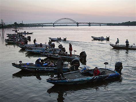 bass fishing tournament boats bass fishing tournament on delaware begins philly