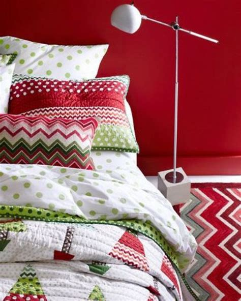 christmas bedroom 32 adorable christmas bedroom d 233 cor ideas digsdigs