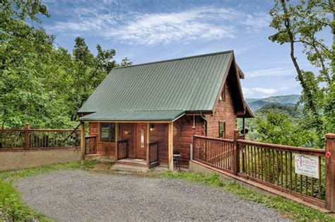 2 bedroom cabins in pigeon forge tn cades cabin gorgeous 2 bedroom cabin with awesome views