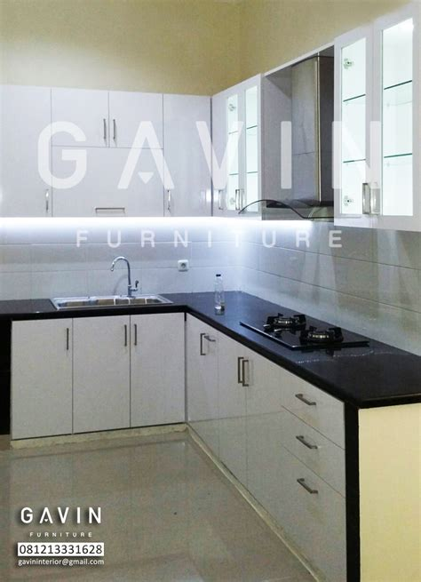 Lemari Kaca Dapur lemari dapur dengan bahan hpl dan kaca kitchen set bintaro